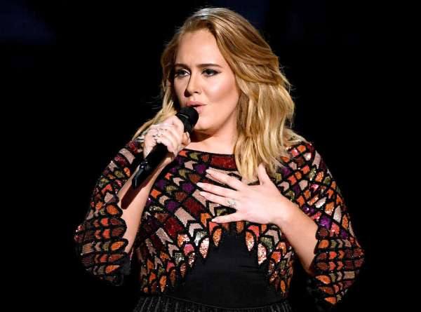 Adele-Performing-Grammys.ms.021217